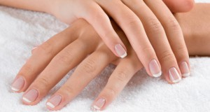 how-to-get-shiny-and-strong-nails-in-winters