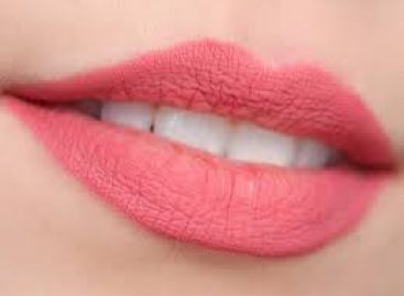 Top 10 home remedies to get natural red lips