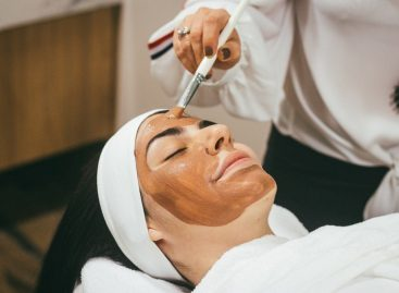 Benefits of Choosing a Career in the Beauty Industry